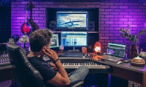 money studio